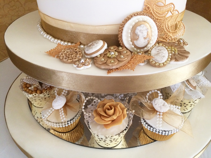 Intricate details on the wedding cake